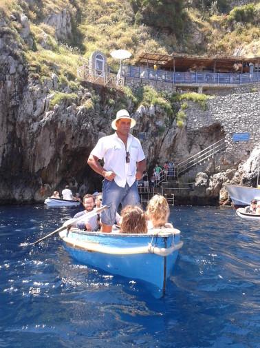 24. Capri (4)_intrare in Grota Albastra