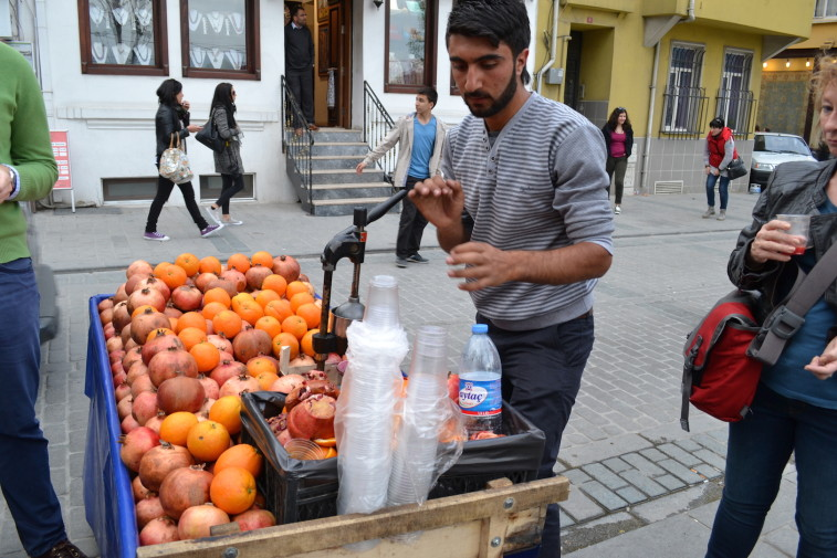 Istanbul_fruits_street