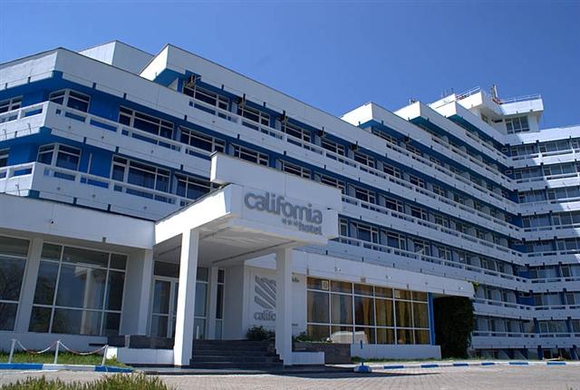 HOTEL-CALIFORNIA-EXTERIOR