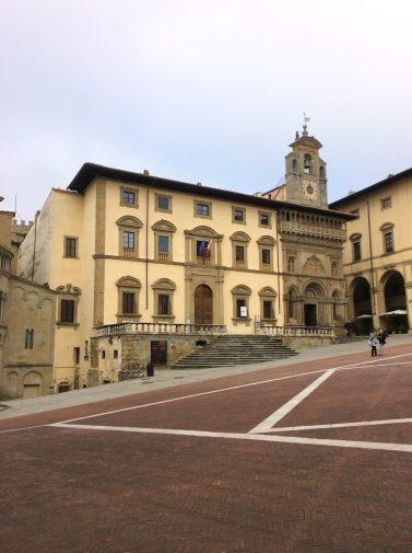 arezzo_piazza-grande_1