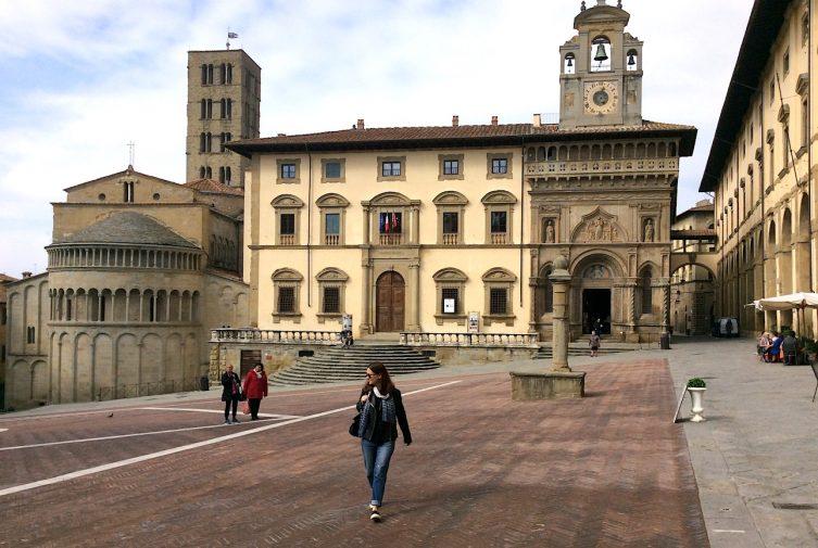 arezzo_piazza-grande_4