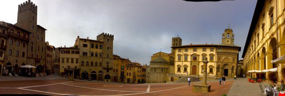 arezzo_piazza-grande_pano-2
