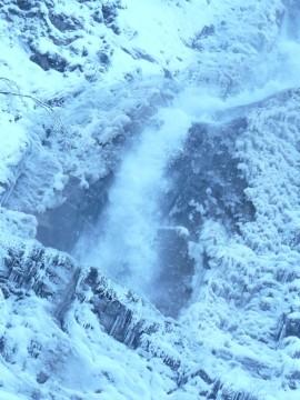 cascada cailor iarna